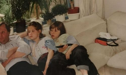 Marjolein, Lydia en Jeroen kijken tv